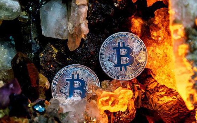 8-ly-khien-bitcoin-mat-hon-phan-nua-gia-tri-chi-trong-2-thang