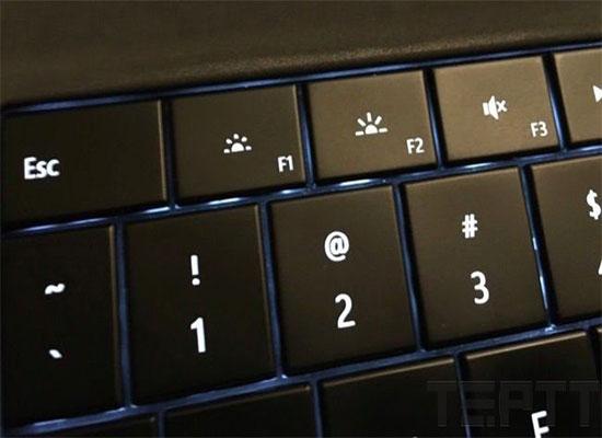 Bạn có thể thay đổi độ sáng màn hình bằng cách thực hiện nhanh tổ hợp phím Fn + F tùy theo hãng khác nhau