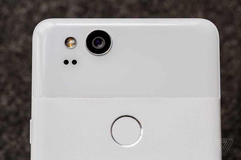 So sánh Google Pixel và Pixel 2 4