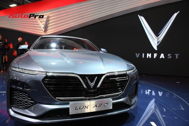 HOT: Ảnh thực tế sedan VinFast A2.0 vừa ra mắt hoành tráng tại Paris Motor Show 2018 - Ảnh 2.