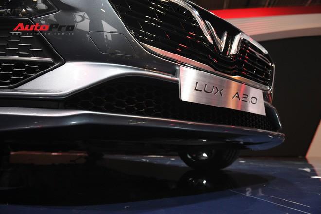 HOT: Ảnh thực tế sedan VinFast A2.0 vừa ra mắt hoành tráng tại Paris Motor Show 2018 - Ảnh 5.