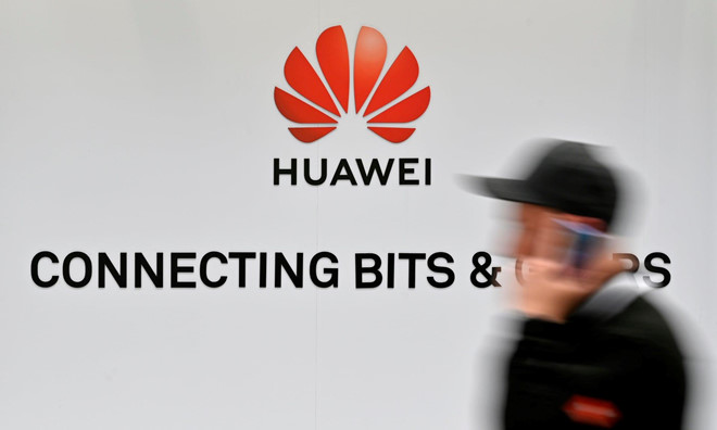 Bloomberg: My diet Huawei, chien tranh lanh cong nghe bung no hinh anh 1